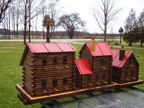 Скворечники в виде миниатюрных домов