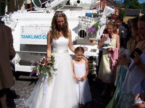 Под венец на свадебном танке