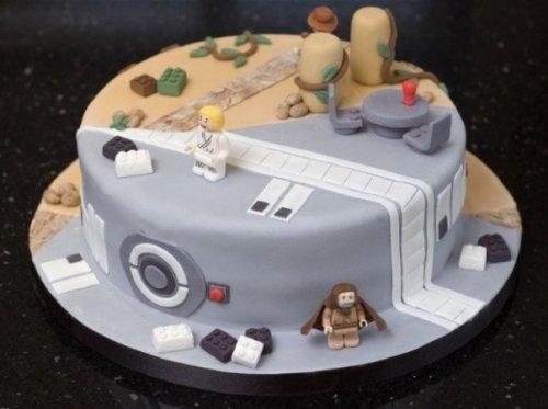 Оригинальный торт для поклонников Звездных войн и Индианы Джонса