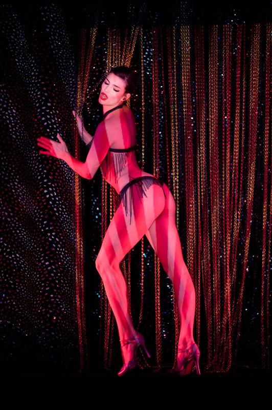 striptiz-revyu-frantsuzskih-aktris
