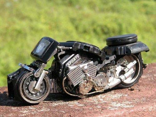 Коллекция мотоциклов из наручных часов