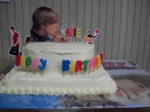 Праздничные торты с Джастином Бибером