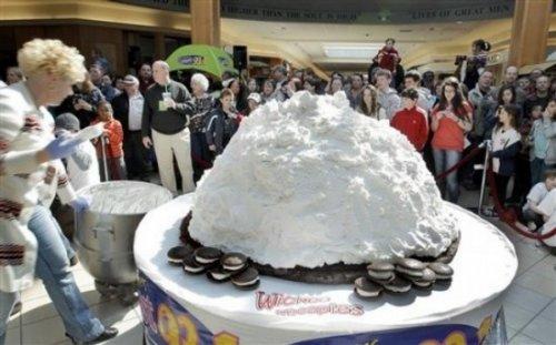 Самый большой кекс Вупи Пай в мире