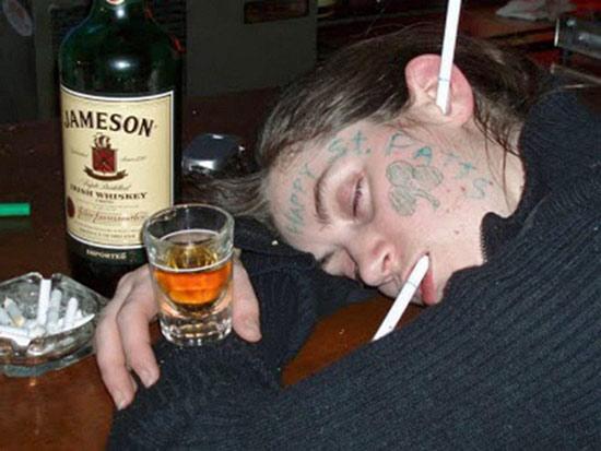 Приколы со спящими пьяных русских, голая дама из высшего общества