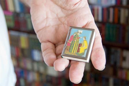 Коллекция самых маленьких книг в мире