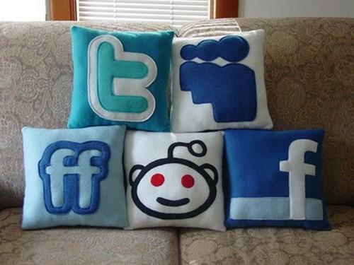 Подборка предметов, посвященных Facebook