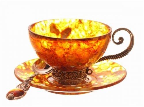 Чашки из янтаря и серебра
