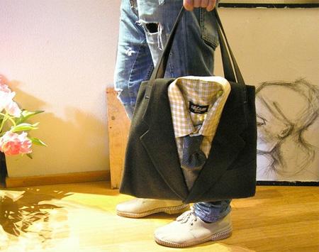 Необычная сумка, выполненная из винтажного пиджака, рубашки и галстука.