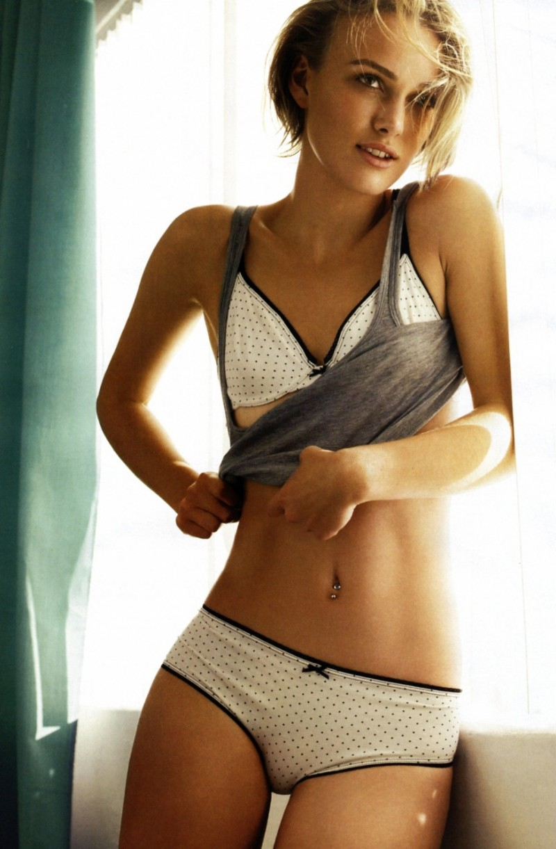 Фотографии женских фигур с маленькой грудью 5 фотография