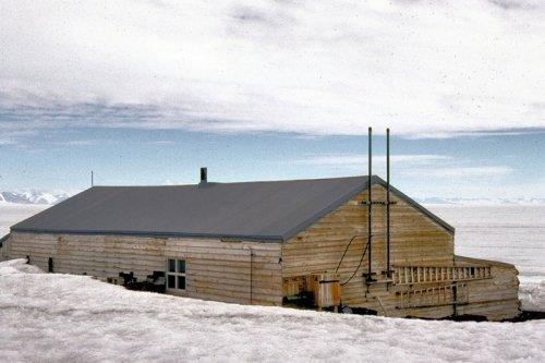 Хижина посреди Антарктики