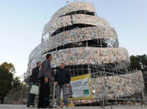 Вавилонская башня из книг
