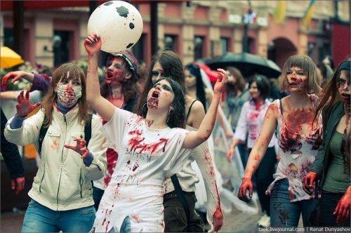 Парад Зомби на старом Арбате