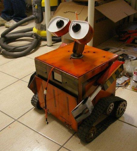 Крутой моддинг компьютера в виде робота ВАЛЛ-И