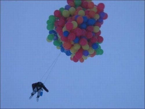 Сколько нужно шаров для того, чтобы поднять человека в воздух?