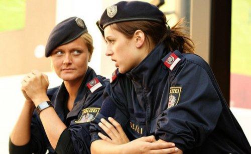 Девушки-полицейские со всего мира