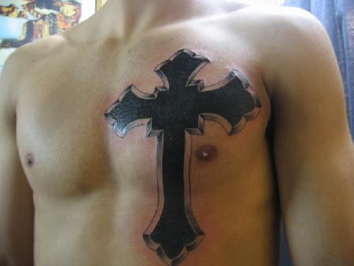 Крест на теле тату