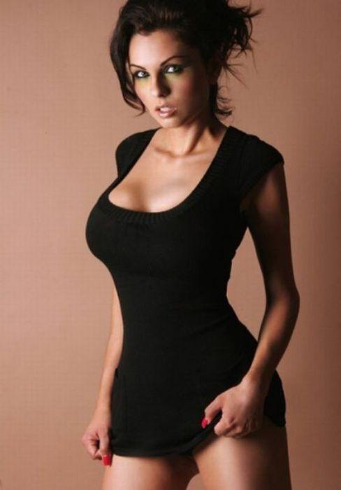 Обтягивающие платья соски