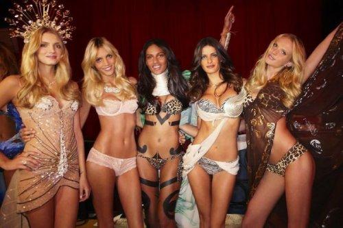 Закулисные фото известных моделей