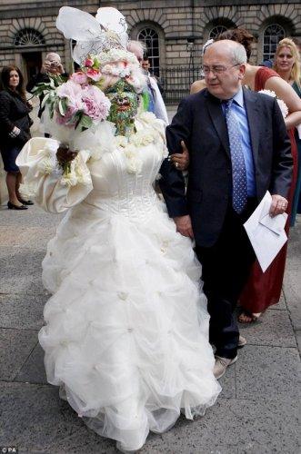 Королева пирсинга вышла замуж