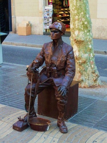 Живые статуи (18 фото)