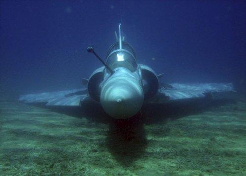 Поднятие затонувшего самолета