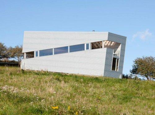 Наклонный дом в Новой Шотландии