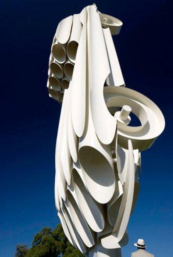 Грандиозная скульптура Jaguar