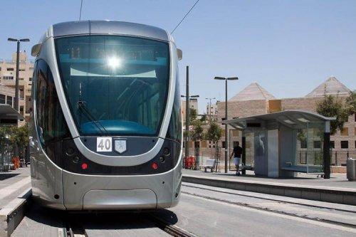 Ожидаемый трамвай в Иерусалиме