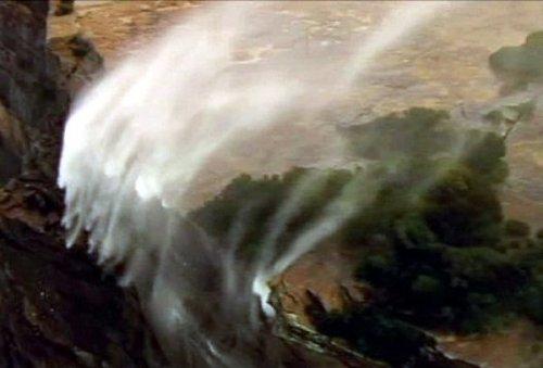 Необычный водопад