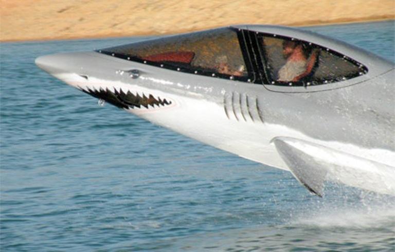 как нарисовать акулью пасть на лодке