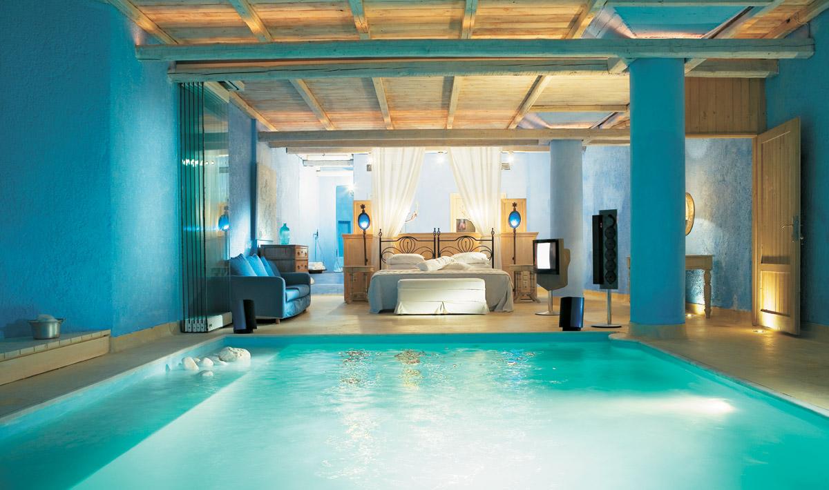 необычный спальни с бассейном фото популярна