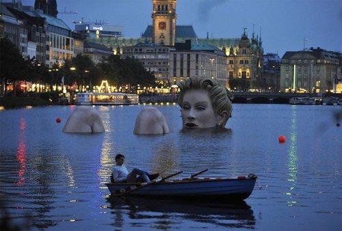 Скульптура русалки в Гамбурге