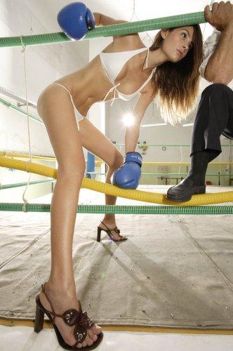 Бокс в бикини