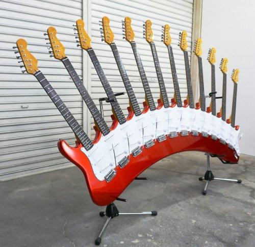 Скульптуры из 12 гитар