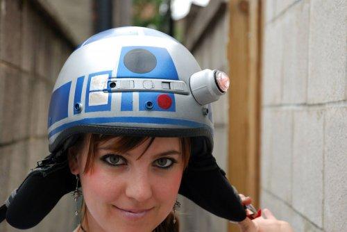 Креативный шлем в стиле R2D2