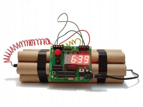 Часы в виде бомбы