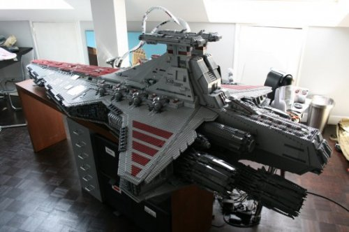 Модель звездного разрушителя из LEGO