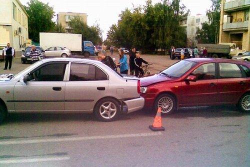Свадебный кортеж попал в аварию