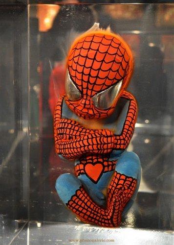 Неожиданные скульптуры супергероев