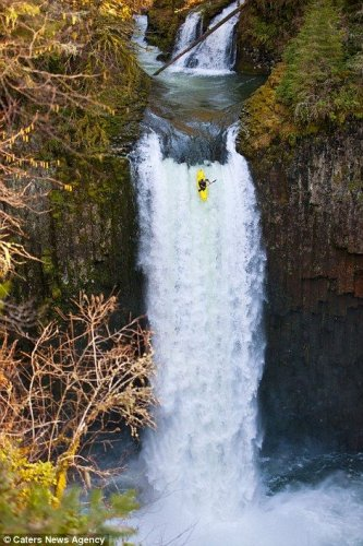 Полет с водопада