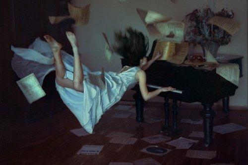 Искаженая гравитация от Anka Zhuravleva