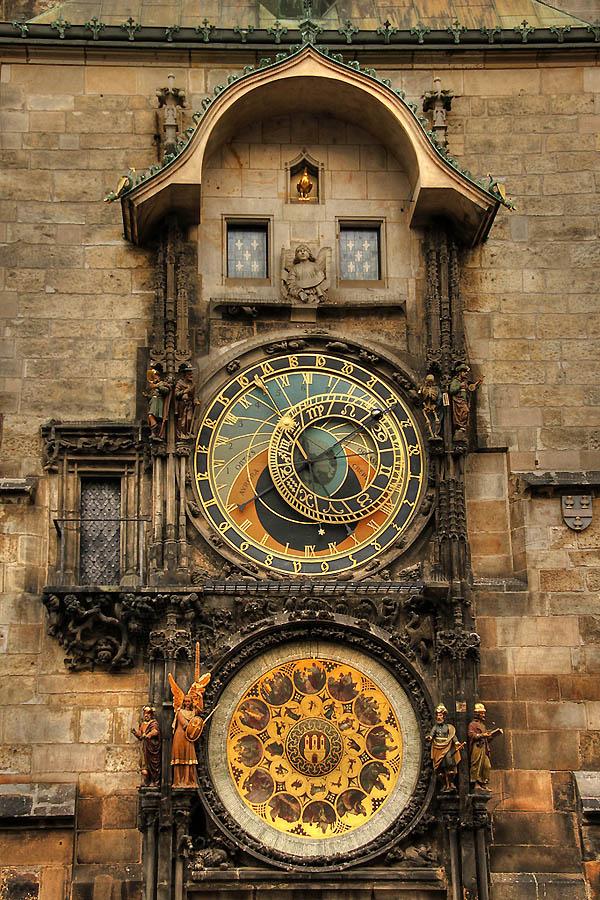 совсем механические часы средневековья картинки одной