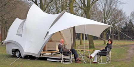 Трейлер-палатка в форме Сиднейского Оперного театра