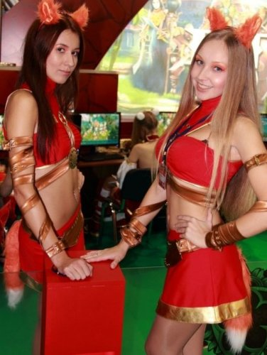 Обаятельные девушки с ИгроМир 2011