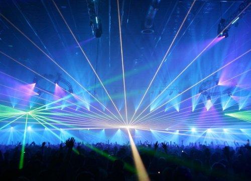 Игра света и лазерные шоу