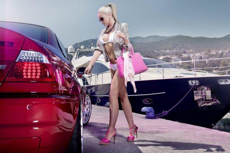 девушка ловит машину ее кладут в багажник порно