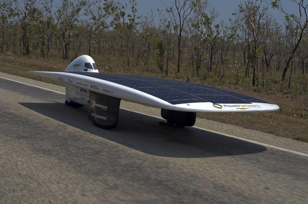автомобили на солнечных батареях фото
