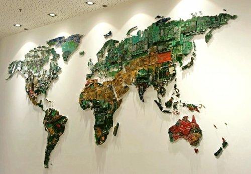 Карта мира из микросхем