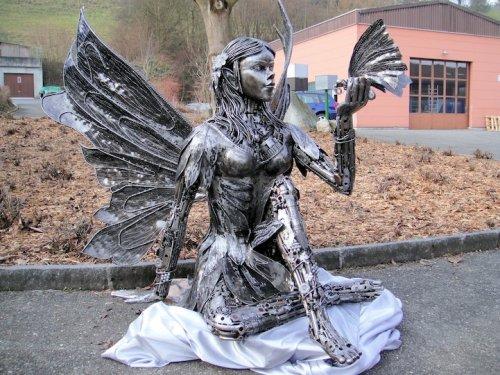 Скульптуры из автозапчастей