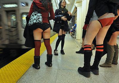 Прокатись в метро без штанов